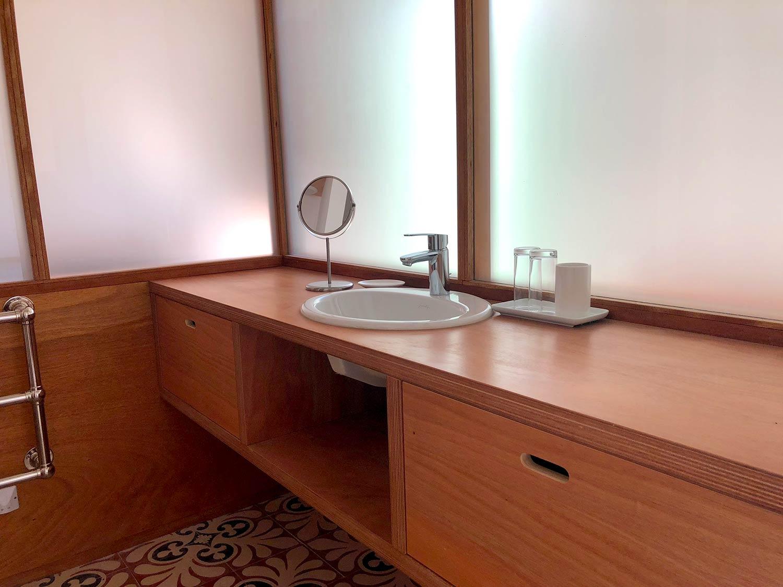 Salle de bain maison de prestige en location au Rayol